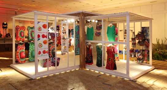 desigual launches flexible pop up merchandising concept in orlando duty free and travel retail. Black Bedroom Furniture Sets. Home Design Ideas