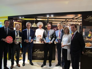 Lindt & Sprüngli and Dufry at TFWA Cannes. Florian Gattiker, Regional Sales Manager Europe & Markus Suter, Regional Sales Manager The Americas, Lindt & Sprüngli, Julian Diaz, CEO Dufry,Patrick Fuchs, Maitre Chocolatier, Peter Zehnder, Head of Division Duty Free, Lindt & Sprüngli, Antonio Gea, Dufry Global COO, Manuela Facheris, Dufry Global Category Head – Confectionary, & Eduardo Heusi, Dufry Global Category Director Confectionery